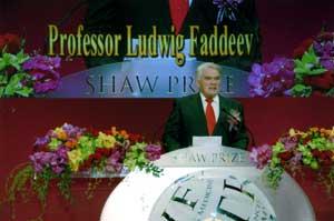 Академик Л.Д.Фаддеев выступает во время церемонии вручения премии Шао Ифу в Гонконге.