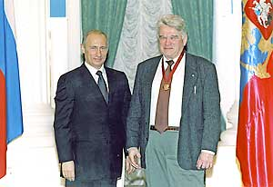 С президентом В.В.Путиным — после вручения ордена «За заслуги перед Отечеством» III степени (2004).